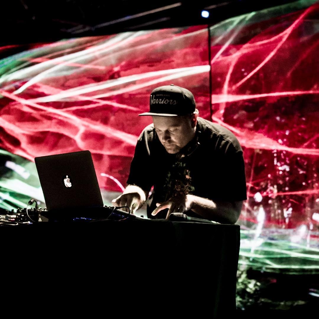 DJ Shadow Nashville Teeko Quiet Entertainer